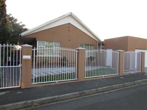 CHURCHILL ESTATE UPPER : 3BED,2BATH,DOUBLE TANDEM GARAGE, INDOOR BRAAI ROOM ( flat option) Pool