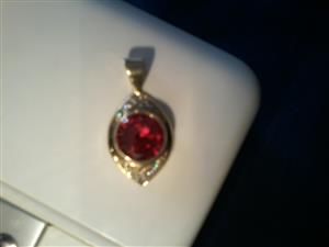 EXCELLENT CONDITION  - 9 CT OVAL YELLOW GOLD PENDANT FOR SALE