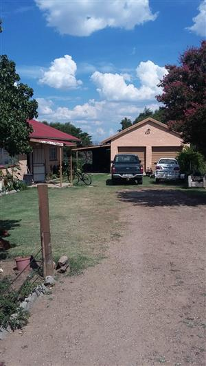 House for Sale in Oranjeville, Freestate on the bank of the Vaal Dam