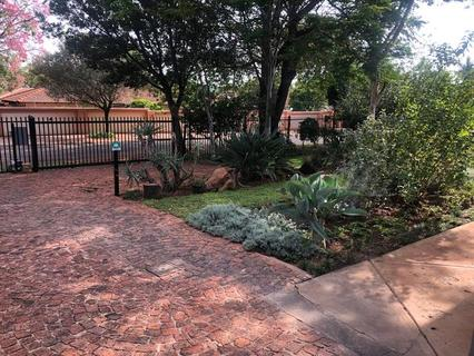 2 Bedroom Flat to rent in Brummeria (Pretoria East)
