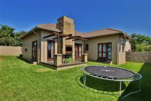 Beautiful Cluster for sale in Honeydew Manor. Roodepoort.