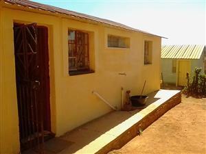4 room house for sale in Soshanguve block F