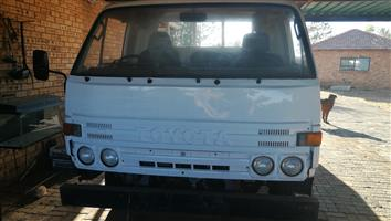 Toyota Dina 2.8 Truck for sale