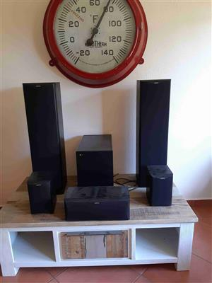 Jamo speakers, 6 components with subwoofer in outstanding condition