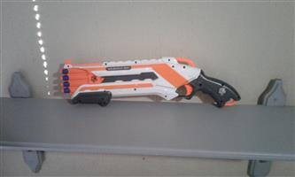Nerf elite white and orange Roughcut shotgun