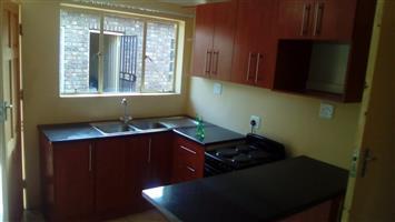 2 Slaap Kamer Woonstel te huur Pretoria Noord
