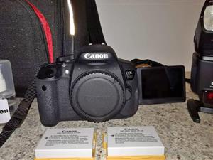 Canon EOS 700D Kit with external flash
