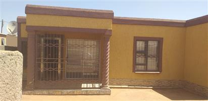 3 BEDROOM HOUSE FOR SALE AT MHLAMBE/MABOPANE FOR R259 000
