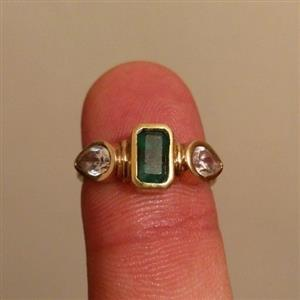 Gold ring with emerald stone
