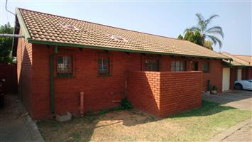 3 Bedroom, 2 Bathroom house For Sale in Garsfontein