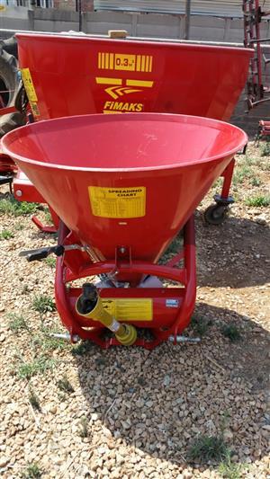Red Cosmo 500 Fertilizer Spreader / Kinsmis Strooier New Implement