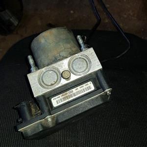 05 Peugeot 307 _ 2.0L 16v  ABS Pump Motor _ R800.