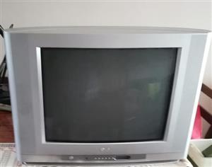 2 TV'S