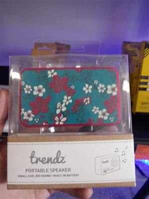 TRENDZ PINK FLOWER PORTABLE SPEAKER