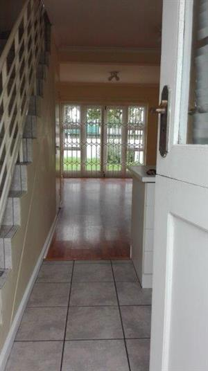 Neat 2 Bedroom apartment to let in a secured complex in Rondebosch East