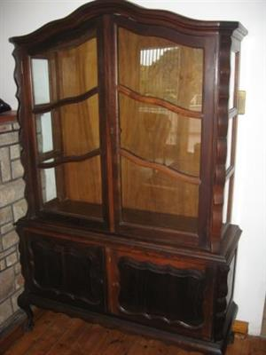 Stinkwood display cabinet(one glass broken therefore the price has been reduced)