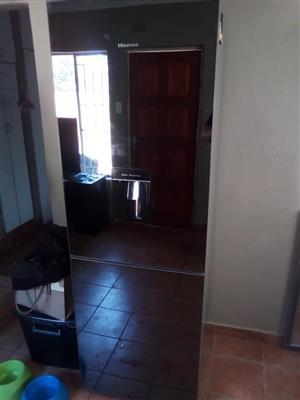 320L Hisense Fridge for sale R5000