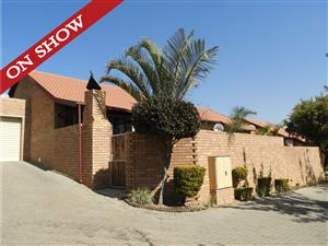 A TOWNHOUSE FOR THE ENTERTAINER ON SHOW THIS SUNDAY 18 AUGUST IN THE REEDS!