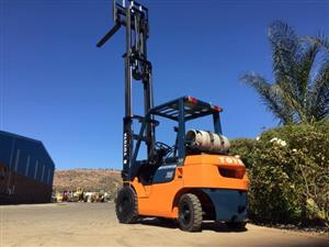 Toyota 7series 2.5 ton petrol Forklift For Sale