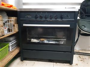 Gas stove and oven 6 burner.