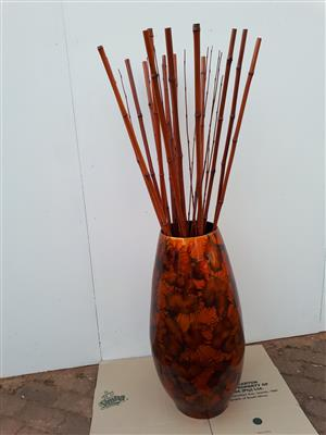 Big decorate vase whit bamboo sticks