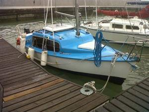C Sharp Sailing Keel Boat With Outboard Motor On Trailer