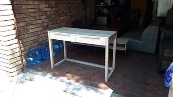 Weylandts desk