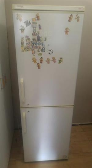 Fridge master fridge freezer