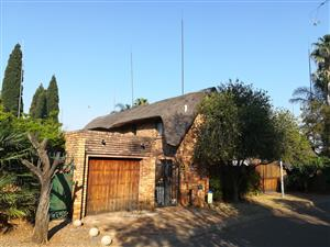 Thatchroof House for rent Centurion