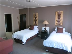 MIDWEEK SPECIAL!! R499/NIGHT... SLEEPS 2. GREAT DEALS FOR STAYING LONGER