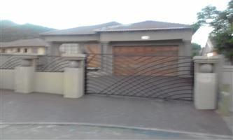 3 BEDROOMS FOR SALE RUSTENBURG TLHABANE WEST R700 000.00 CALL 0760813571