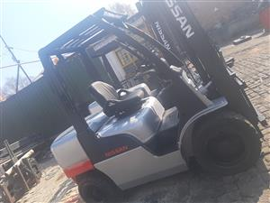 NISSAN GOOD CONDITION 2.5 & 3 TON DIESEL FORKLIFTS FOR SALE
