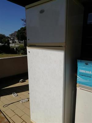 Defy Fridge freezer 289l