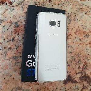 Samsung Galaxy S7 with box, headphones and Charger