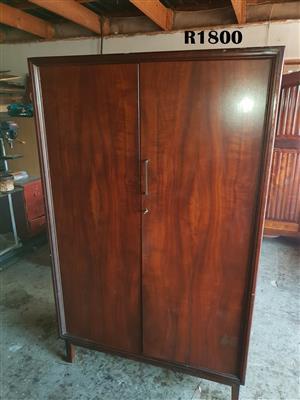 2 Door Imbuia Wardrobe (1060x550x1735)