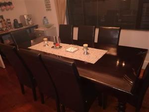 8 seater diningroom table