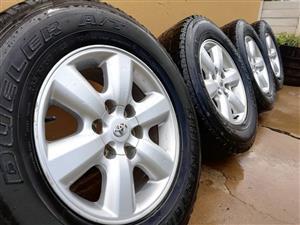 Toyota Fortuner original rims and tyres