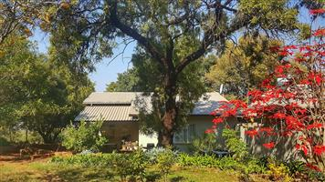 Peaceful two bedroomed garden cottage avail. to rent in Kameeldrift West (Boekenhoutkloof Conservation area)
