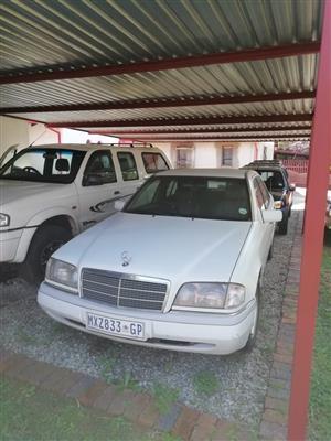 1996 Mercedes Benz 220S