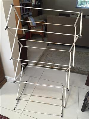 Metal clothes horse with 10 hanging lines of 73cm each