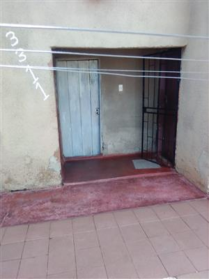 Two rooms n garage for sale
