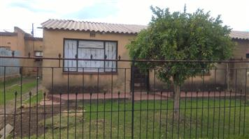 4 ROOMS HOUSE FOR SALE IN MZIMHLOPHE