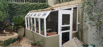 Aluminium frame gardening greenhouse with glass panels