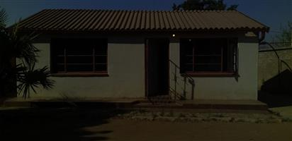 2 BEDROOMS HOUSE FOR SALE MABOPANE BLOCK U R350 000.00 CALL SOPHY @ 0760813571
