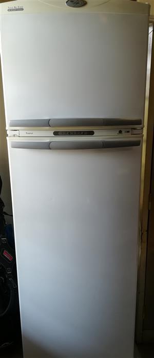 Whirlpool 410L Fridge Freezer