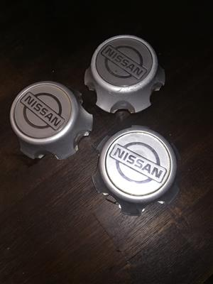 Nissan Hardbody Centre Caps
