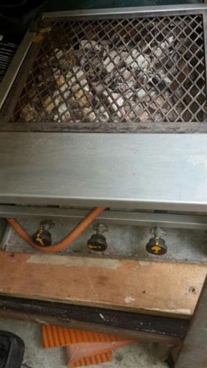 Gas Sizzler braai 3 burner type & sausage turner