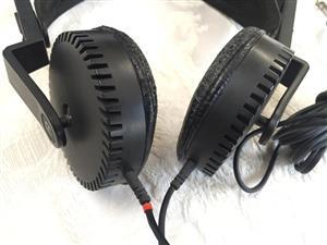 Yamaha HP-1 Stereo Headphones circa 1976 - 1984 - Classic Vintage and audiophile quality