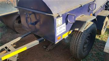 TRAILERS - ASSORTED - FORM VENTER TO 2.5 TON