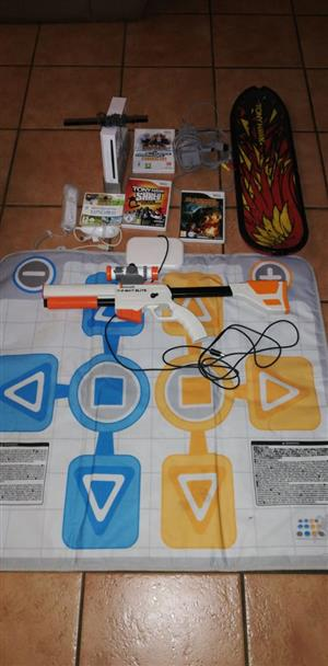 WII CONSOLE WITH REMOTE, ASSESORIES AND GAMES